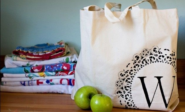 Bolsos de tela decorados.jpg: Diy'S Canvas, Doilies, Gift Ideas, Bridesmaid Gifts, Totes Bags, Diy'S Gifts, Gifts Idea, Tote Bags, Crafts