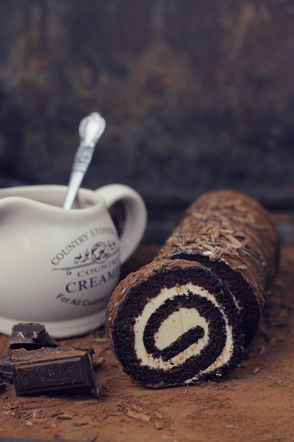 Rulada cu ciocolata si crema de caramel - chocolade and caramel roulade