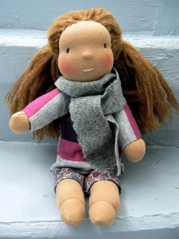 Eglantine, poupée d'inspiration Waldorf