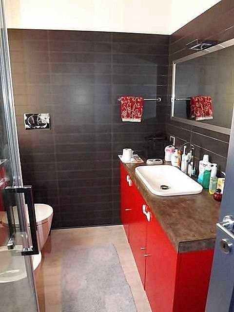 Il colorato bagno: linee essenziali e #modernità.