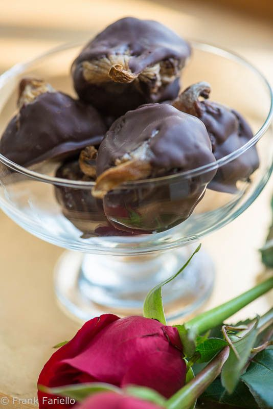 Fichi al cioccolato (Chocolate Covered Figs)