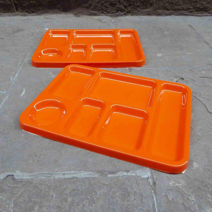 bandeja-escolar-plastico-naranja-vintage-mementosbcn-6'
