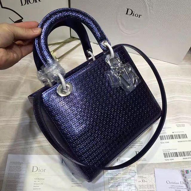 【aimee.319】さんのInstagramをピンしています。 《LINE ID: aimee.319 DMよりラインの方が早いです。 2つ以上の購入は追加割引可能。 基本付き品:1。財布 : 専用箱、専用袋、Gカード、該当ブランドのショッパー 2。バッグ : 専用袋、Gカード、該当ブランドのショッパー #chanel#シャネル#パロディ#ルブタン#dior#ルイヴィトン#夏#雨#ラブ#グッチ#サンダル#靴#スニーカー#コピー品#バーキン#エルメス#サンローラン#セリーヌ#ラゲージ#クロムハーツ#バレンシアガ#東京#j12#大阪#カルティエ#ロレックス#時計#旅行#海#bf dior 24cm》