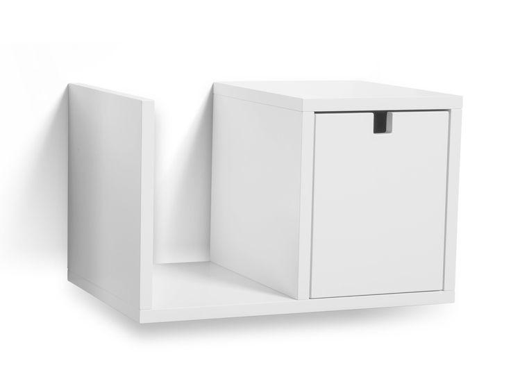 Falsterbo Sengebord - Moderne væghængt sengebord/hylde i et stilrent og funtionelt design med moderne rene linjer. Sengebordet har en rummelig skuffe samt hylde til opbevaring. Hylden er udført i hvidlakeret MDF som gør møblet ekstra modstandsdygtig imod slitage og kræver næsten ingen pleje, tør blot af med en fugtig klud. Funktionalitet, kompromisløs og tidsløs design bliver forenet i dette fine møbel. Denne serie indeholder mange lækre møbler med samme tidsløse og stilrene udformning…