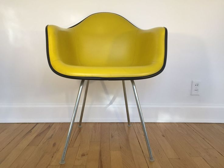Superb Mid Century Modern chair by Charles and Ray Eames for Herman Miller