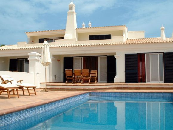 Idealhomesportugalrentals.com offering real estate service like 2 2bed Apartment in Lagos and Marina. Free Property Guide Algarve and book Holiday villas in Lagos. http://www.idealhomesportugalrentals.com/