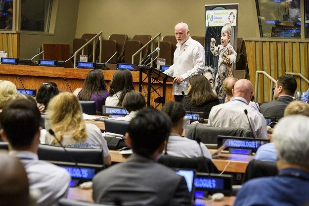 La sabiduría, la experiencia, la energía y los ideales de las personas mayores y los jóvenes son vitales para alcanzar los Objetivos de Desarrollo Sostenible (ODS). Ese fue el principal mensaje del Diálogo Intergeneracional sobre los ODS celebrado este martes en la sede la ONU en Nueva York, que se centró en la importancia de …