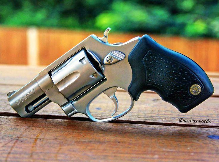 Manufacturer: Taurus  Mod. 327  Type - Tipo: Revolver  Caliber - Calibre: 327 Federal Magnum .  Capacity - Capacidade: 6 Rounds  Barrel length - Comp.Cano:...