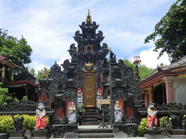 Bali Tropic Resort   Balis Religion ist weltweit einzigartig.
