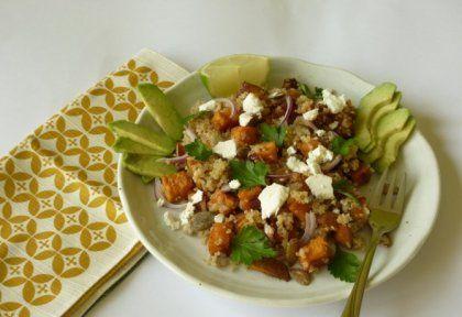 Pirított édesburgonya-quinoa saláta kecskesajttal és avokádóval | NOSALTY – receptek képekkel