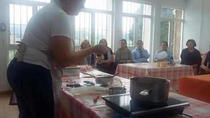 Curso de tartas en las escuelas de Sales