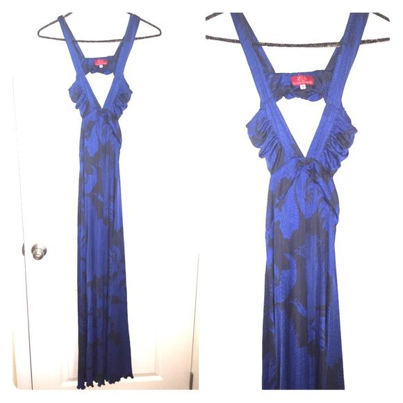 Sexy maxi dress Sexy maxi dress with open back and a sexy cut in the front. Very light weight fabric. Karina grimaldi Dresses Maxi