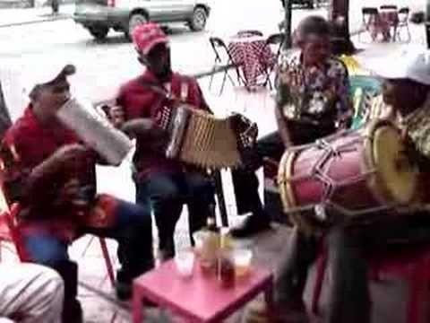 Colazione a Santo Domingo tra pietanze deliziose e ritmi contagiosi
