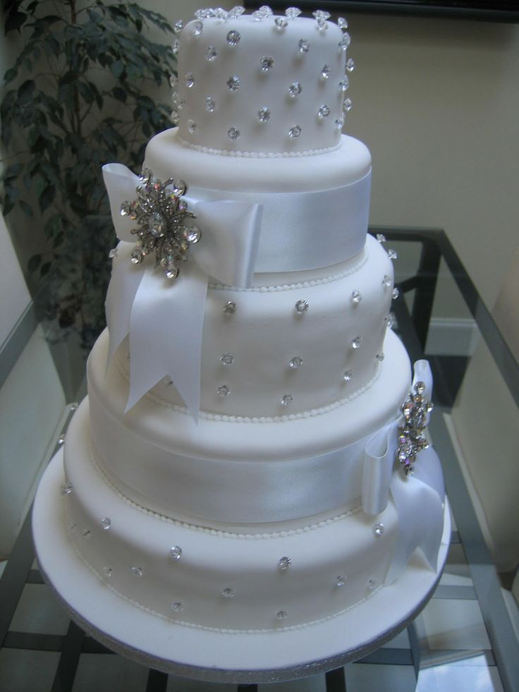 beautiful white wedding cakes 170 best cake and stands images on cake 11240