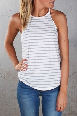I want this top!!! Badly! 25 Great Summer Outfits to try | The Crafting Nook by Titicrafty