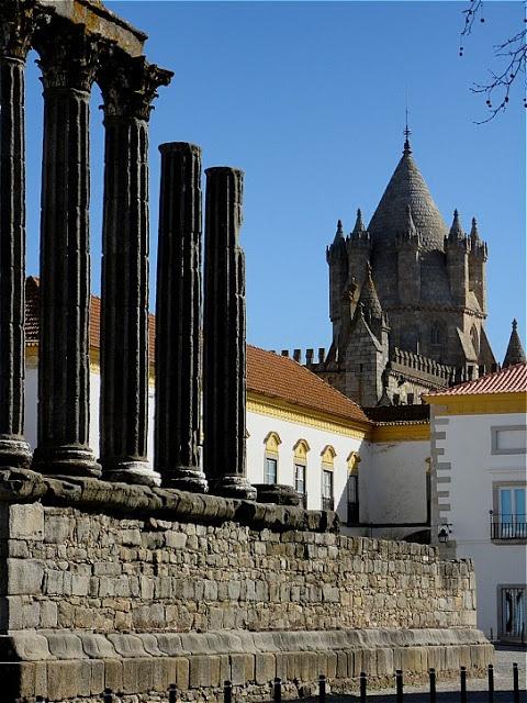 Monumental Evora: roman Diana's temple and Pousada dos Lóios Hotel #Portugal #PORTUGALmilenar