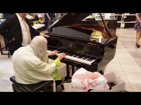 Street Pianist Natalie Trayling Amazes Shoppers at 'David Jones Department Store' - YouTube