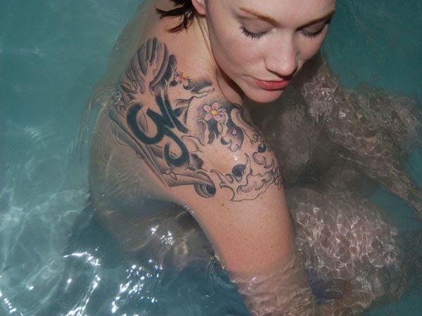 Shoulder Tattoos For Women   27 Elegant Shoulder Tattoos For Girls - SloDive