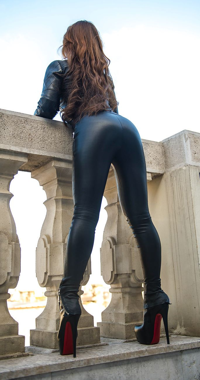 Julie in leather legging and sexy boots teasing ass 9