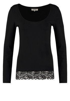 plain black longsleeve shirt with lace trim <3