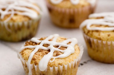 Middle of the Cinnamon Roll Muffins | Midnight Baking | Pinterest