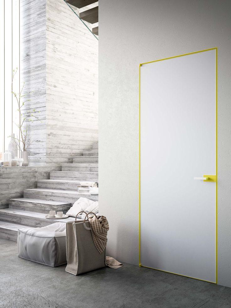 porta in vetro satinato retro verniciato bianco e finiture gialle