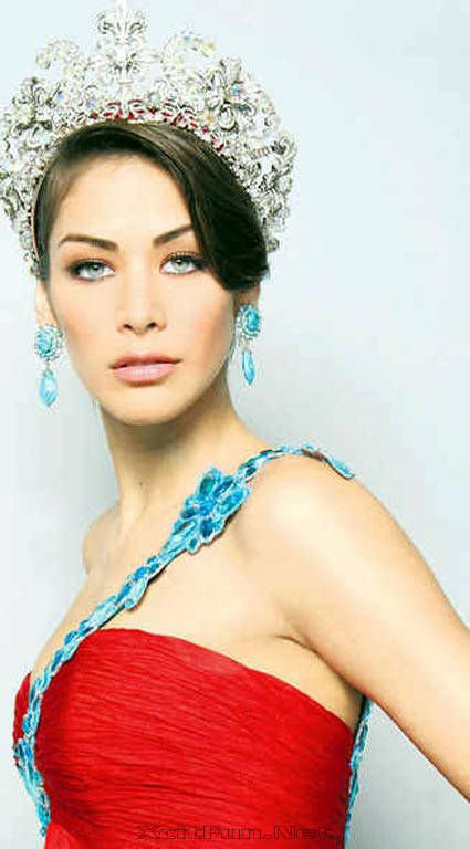 Miss Universe 2008 Dayana Mendoza  Profile Hot Shots Video