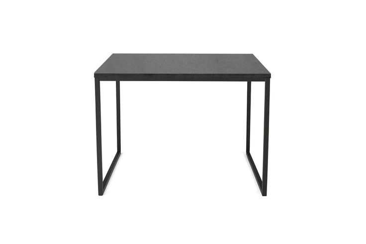 Vis oss en sofa som Como ikke ville passe til – vi utfordrer deg. Enkelhet og stil sammen med et stort utvalg av materialer og størrelser som det perfekte salongbord i en flott kombinasjon av skandinavisk design og dansk håndverk. Velg ett, eller to om du vil. Como leveres med bordplate i en rekke organiske materialer som heltre eik, valnøtt, laminat og glass – og til og med nye, fantastiske materialer som hvit eller grønn marmor og betong, så her kan det bli en utfordring å begrense seg.