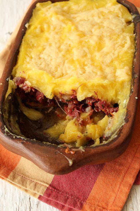 O escondidinho de carne seca mais do que ser popular na região nordeste do Brasil,já se tornou um clássicoda cozinha regional brasileira.