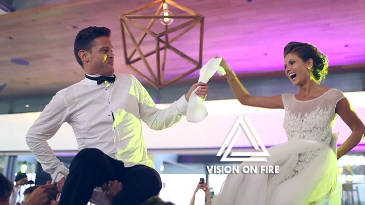 Wow! What a party. Emily and David celebrated their geometric mod chic styled wedding at one of my absolute favourite venues, Cavalli Estate outside of Stellenbosch.…