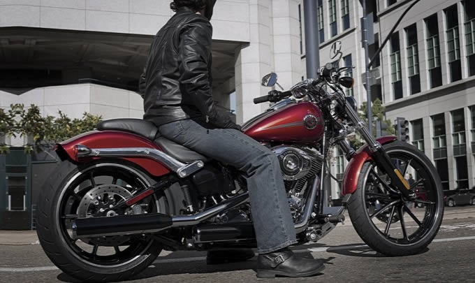 New Harley-Davidson Breakout and is the newest member of the family Softail