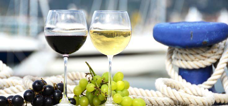 Team Building Croisière méditerranéenne. Vous êtes invité à bord d'une croisière méditerranéenne à la découverte des vins de l'Europe. Nous vous attendons pour un cocktail ou une soirée thématique qui vous fera découvrir les vins d'Europe. Visitez 4 à 5 pays, découvrez leurs vins et dégustez de merveilleux fromages jumelés à la perfection.