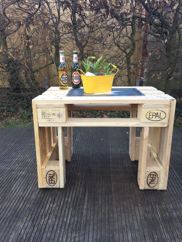 **Tisch aus Europaletten**  Sommer - Sonne - Gartenzeit !!!!!!!  Ein geniales Möbelstück für Ihre Terrasse oder den Balkon. Es gibt den Tisch in klein & groß (auf den Bildern ist der kleine...