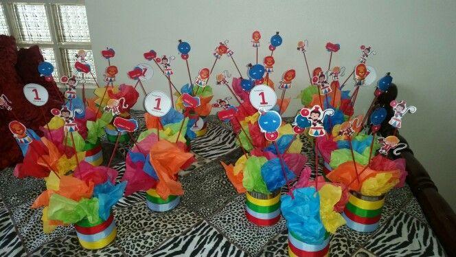 10 best images about fiesta party mujer maravilla wonder - Mesas infantiles de plastico ...