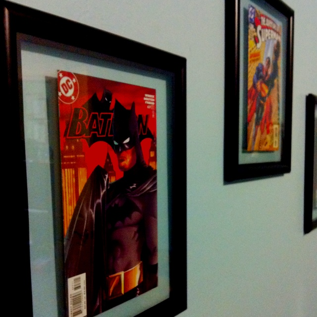 Frame comic books for a fun child 39 s super hero themed room for Comic book bedroom ideas