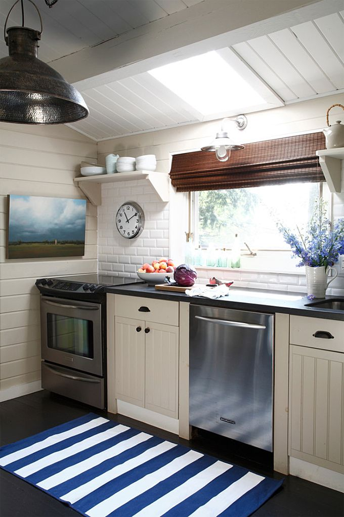 coastal cottage kitchen | Lisa Stevens & Co.