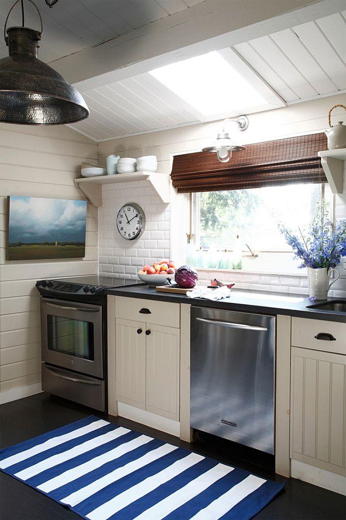 coastal cottage kitchen | Lisa Stevens & Co.