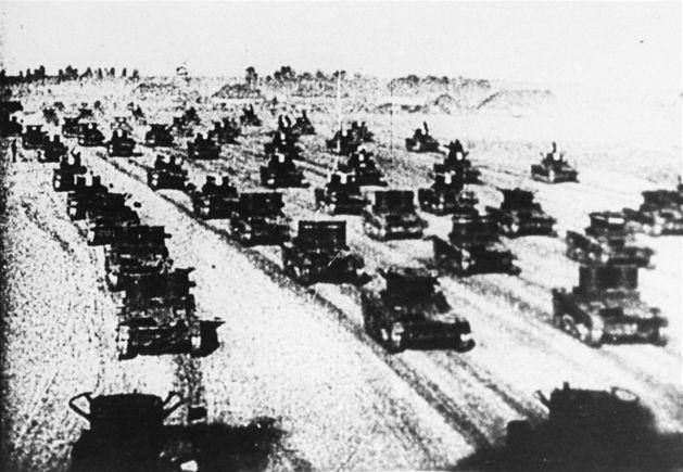 17 września 1939 r., Armia Czerwona dokonała agresji na Polskę. Atak nastąpił bez wypowiedzenia wojny i był skutkiem radziecko-niemieckej tajnej umowy zwanej paktem Ribbentrop-Mołotow. Zajmując terytorium Polski Związek Radziecki złamał pakt o nieagresji, który miał obowiązywać do końca 1945 roku. Zapanował taki chaos informacyjny, że niektóre polskie jednostki witały Sowietów jak sojuszników, nie spodziewając się, że mają wrogie zamiary.