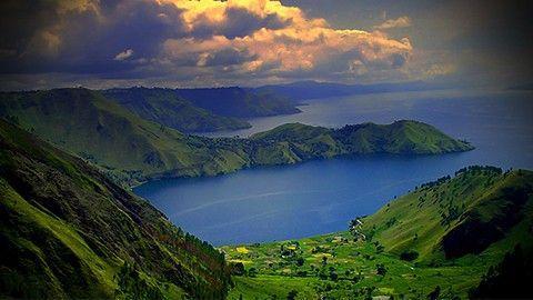Danau Toba : Nikmati keindahan Danau Toba di Medan. Bersama kami.