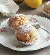 Apfel - Quark - Muffins 2 Äpfel 360 gMehl 1 Pck.Backpulver 1 Pck.Vanillezucker 1 TLZimt 1 Ei(er) 120 mlÖl 250 gQuark 100 gZucker  12  Portionen