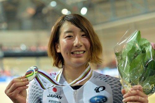 女子ポイントレースで上野みなみが銀メダル、トラック世界選手権。 #SQY15