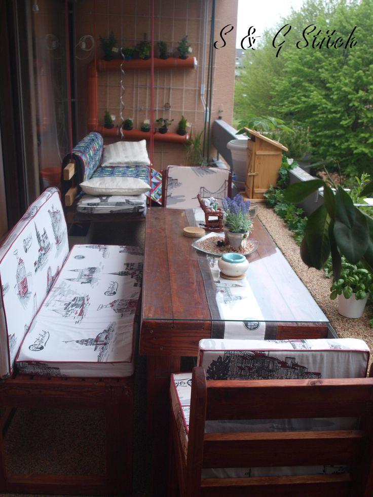 den tisch die st hle und die bank hat mein schatz selber aus europaletten gezimmert eine. Black Bedroom Furniture Sets. Home Design Ideas