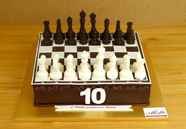 """Детский торт """"Шахматы""""  Торт в виде шахматной доски станет запоминающим подарком для именинника, который увлекается игрой в шахматы!👓 Такой торт еще раз подарит вкус победы виновнику торжества над соперником🏆. А потрясающий натуральный вкус этого оригинального торта понравится всем гостям праздничного вечера.  С радостью изготовим #тортшахматнаядоска от 2-х кг всего за 2350₽/кг. 😊 В стоимость торта включается изготовление двух шахматных фигур и пешек, последующие фигуры всего по 500₽…"""