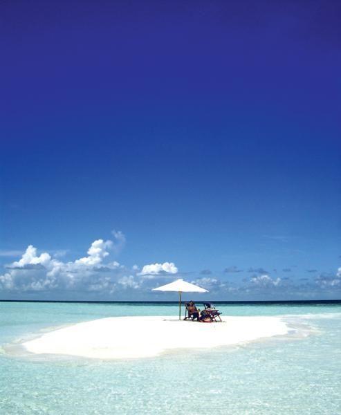 Một cồn cát nhỏ tại Maldives cũng là nơi thưởng thức tuyệt vời cho hai người.