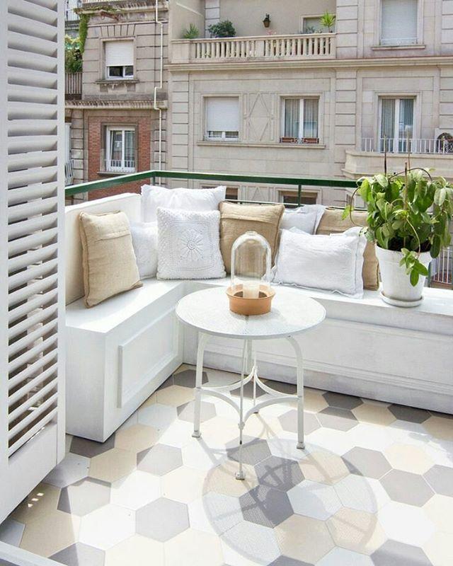 Um ótimo Sábado a todos! Have a great Saturday everyone! #decor #decoração #designdeinteriores #design #arquitetura #architecture #casa #style #charmoso #inspiration #referencia #reference #inspiração #outdoors #outdoorliving #terraço #balcony
