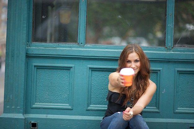Mengurangi Konsumsi Kopi  Ngopi yuk! (Foto dari allisonhagendorf.com) Kebiasaan ngopi itu ngga berarti buruk loh sahabat Naia. Sebuah studi menunjukkan bahwa kopi (baik yang berkafein maupundecaffeinated) dapat mengurangi resiko berkembangnya penyakit diabetes tipe 2.Sebuah studi di Universitas Harvard menyebutkan bahwa mereka yang minum 6 cup kopi dalam sehari memiliki resiko lebih rendah sebesar 30% dalam perkembangan penyakit diabetes dibanding dengan non peminat kopi. Komponen…