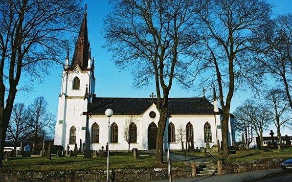 Kinna Kyrka och kyrkogård. Gravplats för Annika och Torkel i Berg.