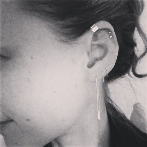 Tonight, featured on my crumpled little ear: gold filled long triangle earwire, small smooth and hammered triangle earhoops, 14kt gold mini half dome stud, 14kt gold supermini ballstud and gold filled EARCUFF.  #isthatevenawordsupermini? (bij BonBon Boutique)