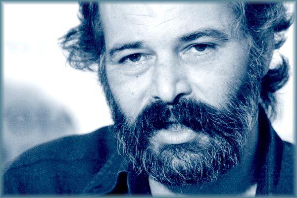 Γεώργησε με πάθος και γνώση την ελληνική γλώσσα επί πολλές δεκαετίες ο Δ.Ν. Μαρωνίτης. Και σμίλεψε έναν τρόπο γραφής απολύτως δικό του, με αυστηρά ελεγμένη τη συναισθηματική του θέρμη, πυκνό σε σκέψεις αλλά χωρίς φτιασίδια, ευθύ και απερίστροφο.