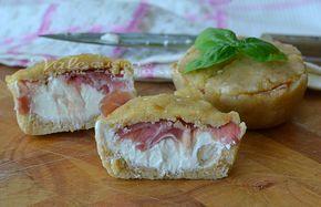 Tortine salate con formaggio e prosciutto senza cottura, ricetta facile, ricetta veloce ricetta estiva, ottima per aperitivo, buffet antipasto merenda